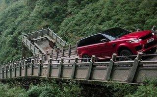 """Video xe - [VIDEO] """"Tận mục"""" Range Rover Sport PHEV trổ tài """"vượt"""" Cổng Trời"""