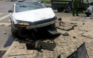 Sau vô lăng - Tránh xe máy băng qua đường, xe tiền tỷ Audi 'nát bét' đầu