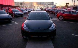 Xe++ - Tesla sa thải hàng trăm nhân viên, khó lại thêm khó