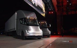 Xe++ -  Xe tải điện Tesla Semi trình làng, chạy được tới 800km/lần sạc