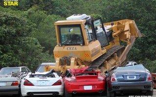 Video xe - [VIDEO] Cận cảnh quá trình nghiền nát loạt xe sang triệu đô nhập lậu