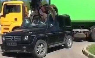 Video xe - Xót xa 'ông vua địa hình' Mercedes-Benz G-Class bị nghiền nát