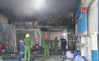 Chính trị - Xã hội - Cháy lớn tại gara ô tô, hàng chục chiến sĩ lao mình dập lửa