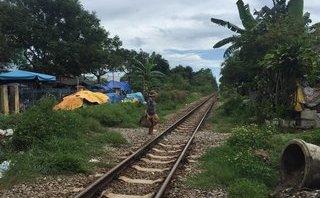 Chính trị - Xã hội - Băng qua đường ray, một tiểu thương 9x bị tàu hỏa tông tử vong
