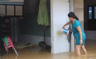 Mới- nóng - Clip: Nước rút dần, người dân Đà Nẵng tất bật dọn nhà sau lũ
