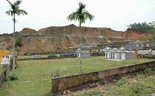 Xã hội - 20.000 ngôi mộ xây trái phép, xã 'báo công' đã xử lý được... 17 trường hợp