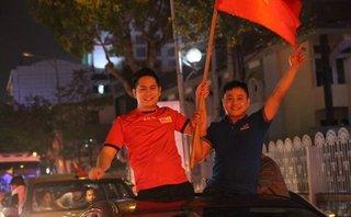 Bóng đá Việt Nam - Mưa giải thưởng, bão cờ hoa sau chiến thắng của U23 Việt Nam