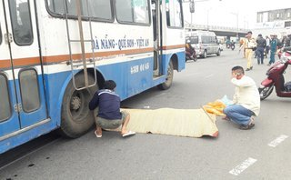 Tin nhanh - Đà Nẵng: Một người đàn ông chết thảm dưới bánh xe khách