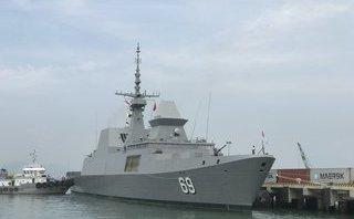 """Chính trị - Khu trục """"tàng hình"""" RSS INTREPID Singapore cập cảng Đà Nẵng"""