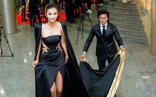 Ngôi sao - Kim Tuyến diện đầm dài 5m sánh đôi bên Hiếu Nguyễn