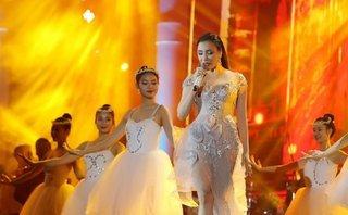 Sự kiện - Tin tức giải trí ngày 14/1: Hồ Quỳnh Hương tỏa sáng trước 7.000 khán giả Hà Nội