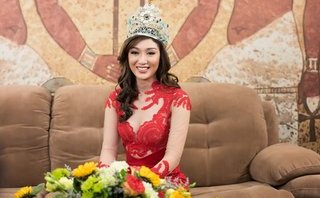 Sự kiện - Bất ngờ với hình ảnh ngoài đời của Hoa hậu Trái đất 2017