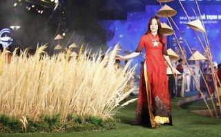 Sự kiện - NTK Đỗ Trịnh Hoài Nam gây ấn tượng với BST khai mạc Lễ hội áo dài