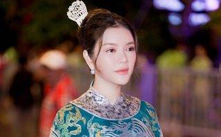 Sự kiện - Diện áo dài phong cách quý tộc, Lý Nhã Kỳ hút hồn người đối diện