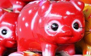 """Đời sống - """"Con lợn…nhựa"""" đã cho tôi một vé đi về tuổi thơ"""