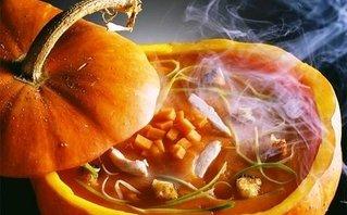 Gia đình - Tuyệt chiêu làm súp bí đỏ đầu lâu cho ngày Halloween thêm thú vị