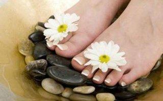 Mách bạn tuyệt chiêu giúp đôi chân luôn mềm mại, mịn màng