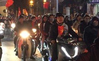 Tin nhanh - Người hâm mộ TP.Cần Thơ đổ ra đường ăn mừng U.23 Việt Nam vào bán kết