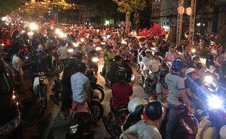 Tin nhanh - Người miền Tây đổ ra đường hòa cùng không khí cả nước ăn mừng chiến thắng U.23 Việt Nam