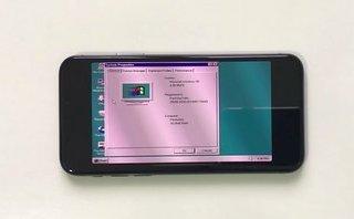 Công nghệ - Hệ điều hành Windows 95 được cài đặt thành công trên iPhone X