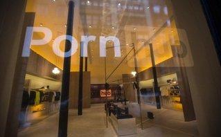 Công nghệ - Cửa hàng đầu tiên của Pornhub bán giường có gắn camera