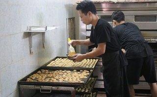 Đời sống - Thợ làm bánh Trung thu: Bánh ngon hay dở ở tâm người làm