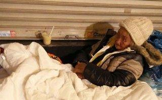 Gia đình - Nhói lòng người vô gia cư co ro trong cái lạnh giữa đêm đông Hà Nội