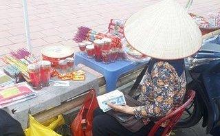Văn hoá - Đổi tiền lẻ tại đền Trần: Trên loa phát cấm, dưới người không nghe