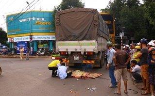 Chính trị - Xã hội - Đắk Lắk: Xe tải cuốn xe máy vào gầm, 1 người tử vong