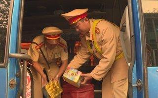 An ninh - Hình sự - Đắk Lắk: Bắt xe khách chở pháo lậu từ Lào về Việt Nam tiêu thụ