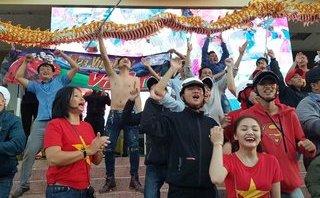 Xã hội - Đắk Lắk rợp cờ đỏ sao vàng mừng tuyển U23 chiến thắng