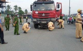 Chính trị - Xã hội - Va chạm giao thông, một người bị cuốn vào gầm xe ben