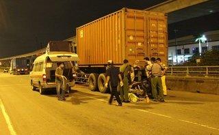 Chính trị - Xã hội - Tông vào đuôi container đậu bên đường, một thanh niên tử vong