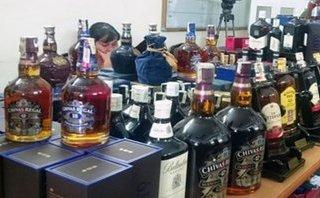 Tiêu dùng & Dư luận - Nhậu rượu giả vỏ 'xịn', người dùng có nguy cơ hôn mê, trụy mạch