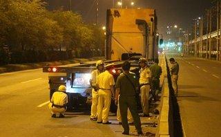 Tin nhanh - Ngã xuống làn đường ô tô, đôi nam nữ bị container cán thương vong