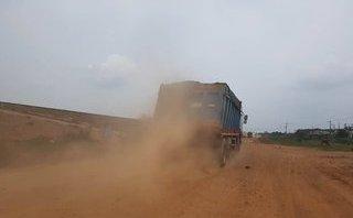 Môi trường - Khai thác cát tại hồ Dầu Tiếng: Xe quá tải 'băm' nát đường quanh hồ