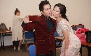 Giải trí - Trọng Tấn và vợ khiến nhiều người bật cười trong hậu trường 'Tình ta đồng bạc biển xanh 2'