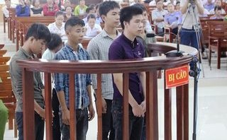Pháp luật - Trai làng hầu tòa vì dùng dao hỗn chiến khiến 1 người tử vong