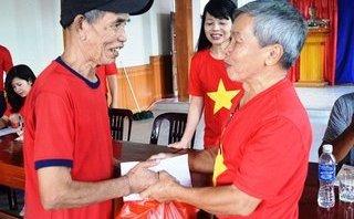 Xã hội - Người dân ở tâm bão Quảng Bình rưng rưng trước món quà ân tình từ Hà Nội