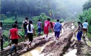 Chính trị - Xã hội - Thanh Hóa: Sau áp thấp nhiệt đới, phải đưa người đi cấp cứu bằng… cáng