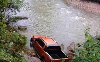 Xã hội - Phát hiện thi thể người đàn ông và chiếc xe bán tải dưới suối