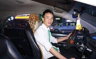 """Chính trị - Xã hội - Tài xế taxi kể lại giây phút chứng kiến người chồng làm """"bà đỡ"""" cho vợ"""