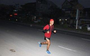 Xã hội - Gặp người đàn ông 40 tuổi chạy bộ xuyên Việt