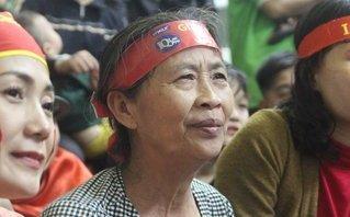 Bóng đá Việt Nam - Những biểu cảm của mẹ Công Phượng trong trận đấu với U23 Uzbekistan