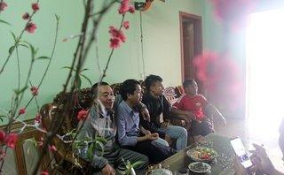 Bóng đá Việt Nam - Người hâm mộ tới nhà đón Tết với cầu thủ Phạm Xuân Mạnh