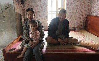Tin nhanh - Hoàn cảnh éo le của người vợ phu gạch nuôi chồng tai nạn cùng 3 con thơ