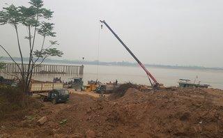 Điểm nóng - Hà Nội: Tập kết, bốc dỡ, vận chuyển vật liệu xây dựng trái phép tại bến đò Vân Phúc