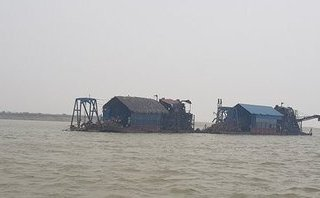 Hồ sơ điều tra - Hà Nội: Nhận diện thủ đoạn hút cát trộm trên sông Hồng