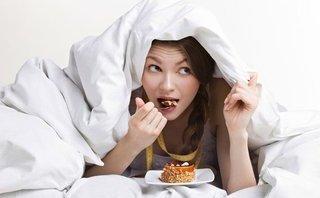 Dinh dưỡng - 13 loại thực phẩm không nên ăn trước khi ngủ
