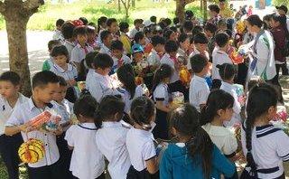 Xã hội - Sinh viên mang Trung Thu đến với trẻ em nghèo